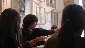 Aurélia Fronty lors d'un atelier au Square des artistes, en novembre 2014